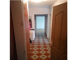 Ap. 4 camere, zona Dambovita, etaj intermediar, centrala