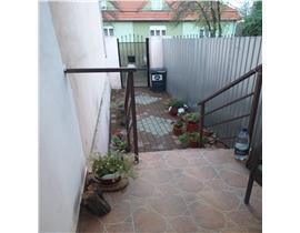 Apartament la casa, parter, 4 camere,Blajcovici,105000 euro neg.