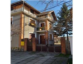 Casa P+E+M cu teren mare, ideal 2 familii