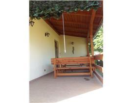 Vila zona Favorit - Semicentral, 3 camere, 2 bai, curte mare, 850 euro