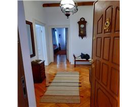 Cladire istorica Iosefin, 3 camere, 2bai, 100 mp, loc parcare in curte