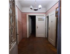 Balcescu-Universitate,apartament la casa, parter inalt,4 camere
